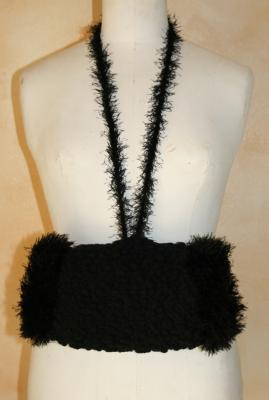 Manchon fausse fourrure noire et laine.