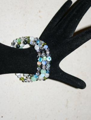 Bracelet pastel, 3 rangs de perles, cristal de swarovski et strass .