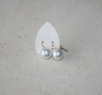 Boucles d'oreilles plaqué or et imitation perle de culture.