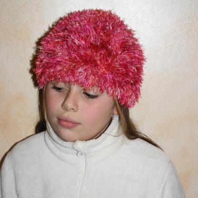Bonnet rose laine fausse fourrure.