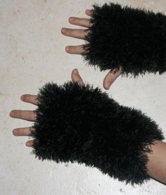 Mitaines noires laine fausse fourrure.