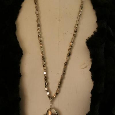 Sautoir clé-usb bijou, 4 gb, coeur métal et strass.