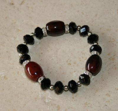 Bracelet noir et marron, perles, cristal de swarovski, strass et porcelaine.