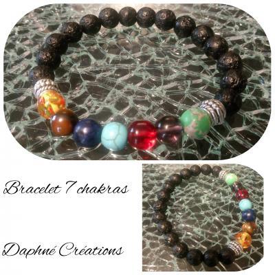 Bracelet noir, perles de lave et perles 7 chakras