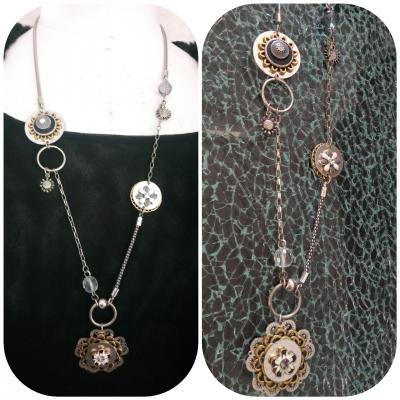 Collier pendentif fleur métal, perle, strass et pampilles