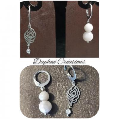 Boucles d'oreilles acier, plumes, agates blanches et cristal de swarovski.