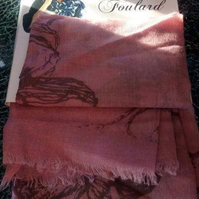 Foulard rose et fleurs Alain Manoukian