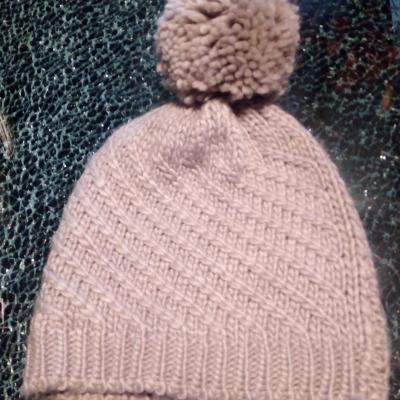 Bonnet laine gris et pompon.