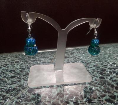 Boucles d'oreilles pendantes, bleu, effet strass.