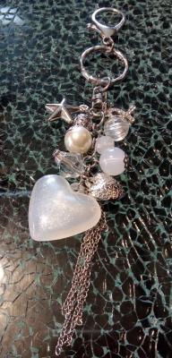 Porte-clé, bijou de sac, coeurs, étoile, strass, perles et chaînes