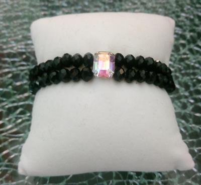 Bracelet noir, 2 rangs de perles verre et cabochon strass.