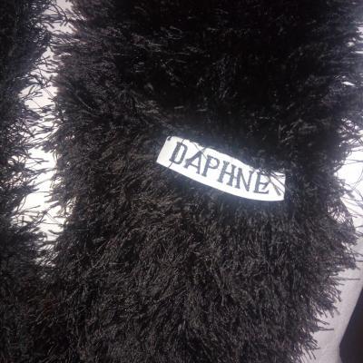 Col snood géant en laine fausse fourrure noire.