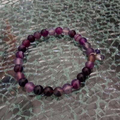 Bracelet violet en perles naturelles, pampilles strass et toupies cristal de swarovski