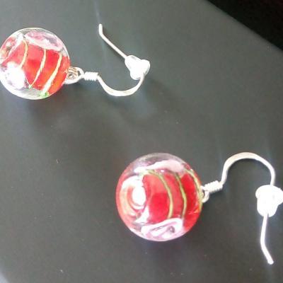 Boucles d'oreilles argent 925 et perles de verre rouge et fleurs