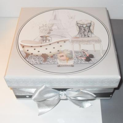 Boîte cadeaux style glamour Paris, carrée, ruban- strass.