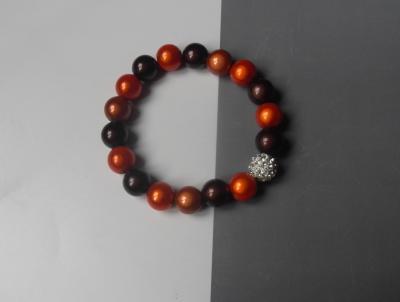 Bracelet marron et orange, perles magiques et strass blanc.