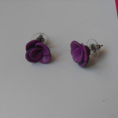 Boucles d'oreilles fleur rose et noire.