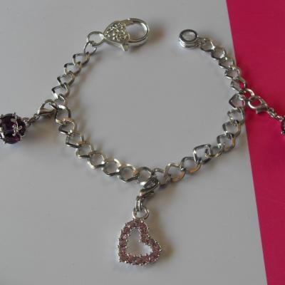 Bracelet chaines argentées, charm's coeur strass et sphères.