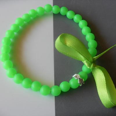 Bracelet  perles fluo, strass et ruban.