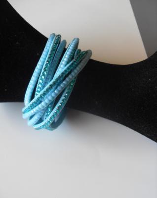 Bracelet multi-tours strass bleu