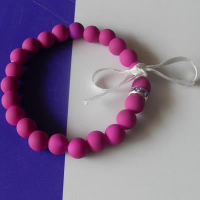 Bracelet  perles givrées, strass et ruban.
