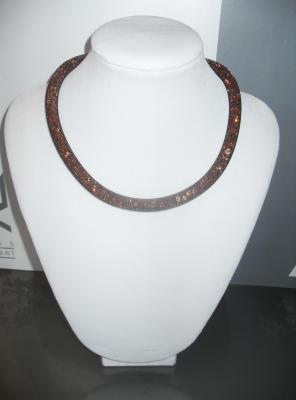 Collier Résille marron et strass-bracelet multitours 8 mm.