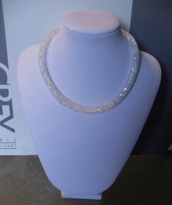 Collier Résille blanc et strass-bracelet multitours 8 mm.