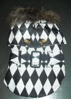Vêtement chien, manteau losange, ceinture et col fausse fourrure.