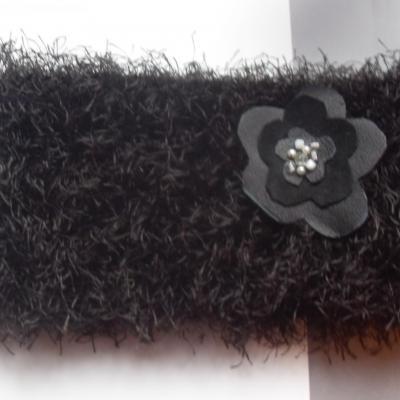 Bandeau noir fausse fourrure et sa broche fleur.