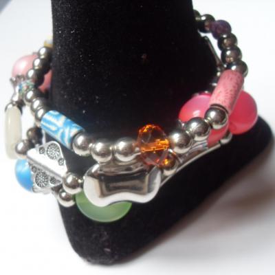 Bracelet multicolore, 3 rangs de perles et métal argenté.