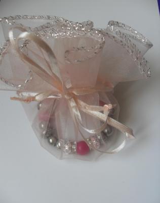 Bracelet rose, perles lampwork verre, métal, résine, strass et  fermoir mousqueton argenté.