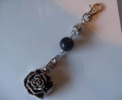 bijou de sac-porte-clés, fleur clé usb noir et strass.