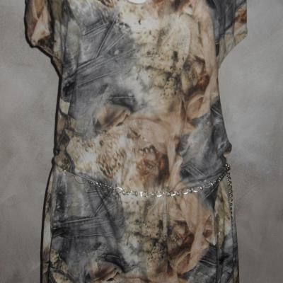 Robe imprimée beige et effet jeans.