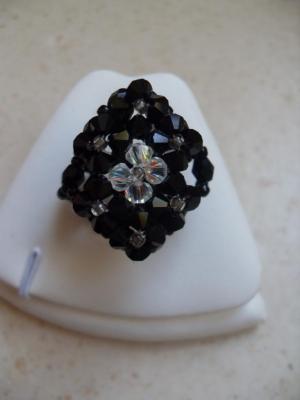 Bague losange cristal swarovski noire et blanche.