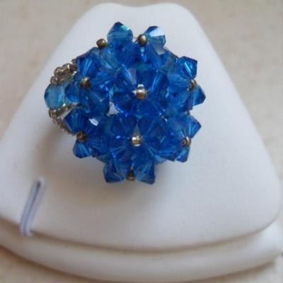Bague ovale cristal de swarovski bleu roi.