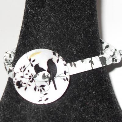 Bracelet tissu liberty et bouton nacre blanc-noir.