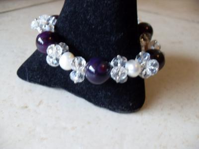Bracelet bleu-violet, perles  et cristal de swarovski.