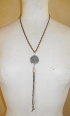 Collier métal et pendentif résine gris-paillettes et pampilles.