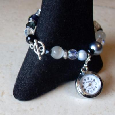 Montre-bracelet perles cristal de swarovski, verre, résine et fermoir T.