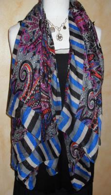 Foulard long, rayé et motifs multicolore.