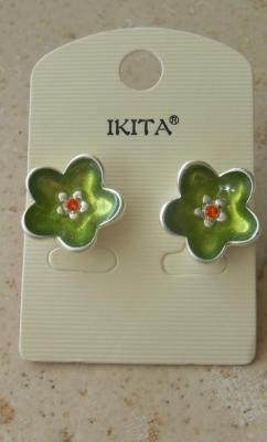 Boucles d'oreilles fleur métal et fleur verte émail et strass.
