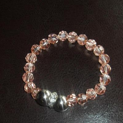Bracelet cristal rose, perles métal argenté et strass blanc.