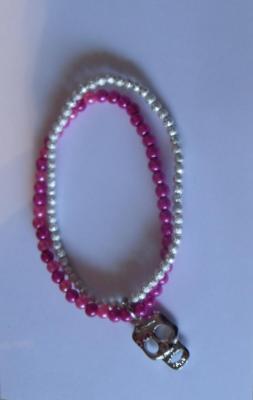 Bracelet 2 rangs rose-argenté et sa breloque tête de mort.