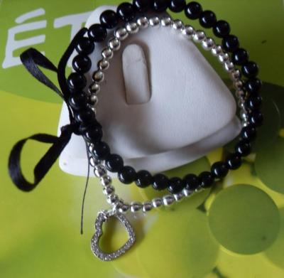 Bracelet noir-argenté perles, ruban et son charm's coeur strass