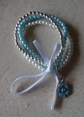 Bracelet perles turquoise-argenté-blanc, ruban et son charm's fleur.