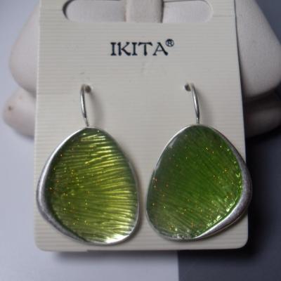 Boucles d'oreilles dormeuses métal et émail vert.