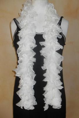 Echarpe frou-frou blanche à volant, laine ruban.