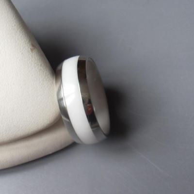 Bague anneau céramique blanc et argent.