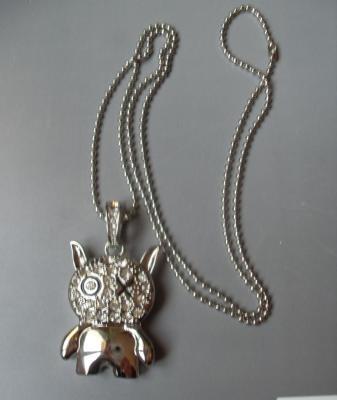 Collier clé usb 8 gb, petit bonhomme métal et strass.