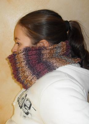 Col snood en laine multicolore prune, mauve, beige.